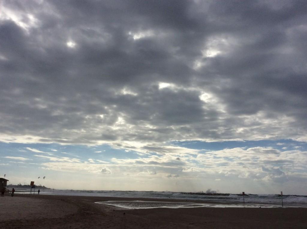 רוח מערבית וים סוער 012
