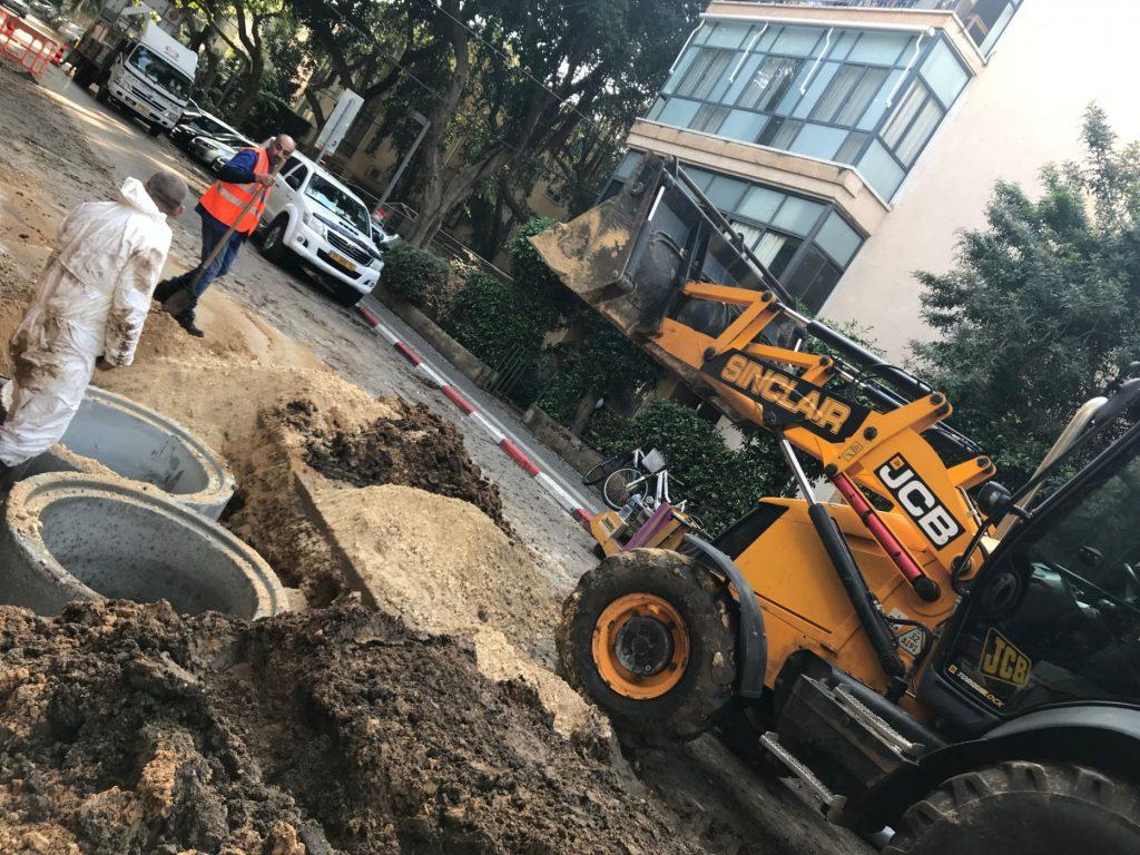 חפירות (לא ארכאולוגיות) ברחוב שלנו